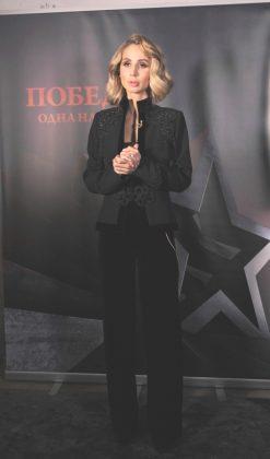 Светлана Лобода в черном брючном костюме