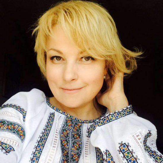 Певица и композитор Мария Бурмака в вышиванке