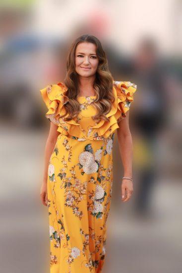 Наталья Могилевская в желтом платье