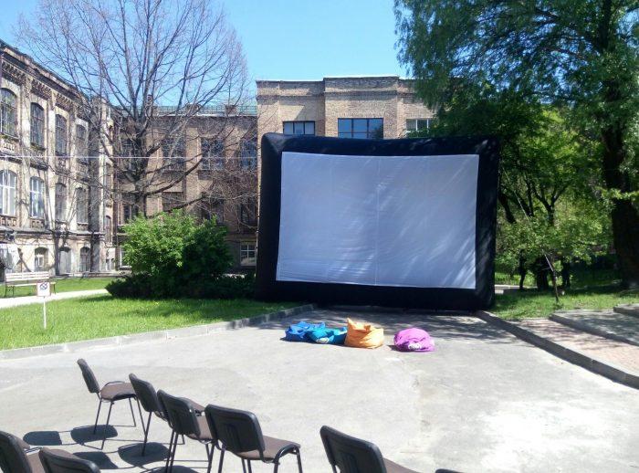 Надувной экран для проектора на територии Арт-пространство «Вежа» в Киеве