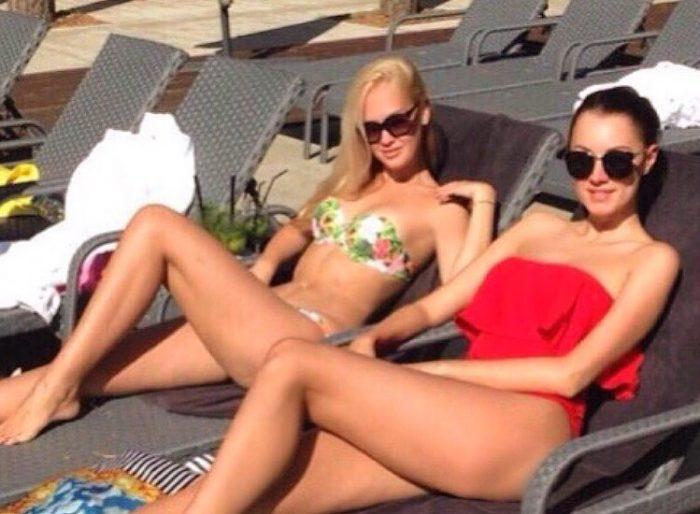 Наталия Кондратенко и Снежана Задорожная в купальниках