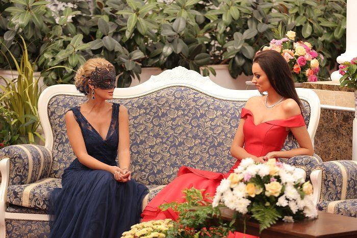 Наташа Кондратенко сидит с Снежаной Задорожной
