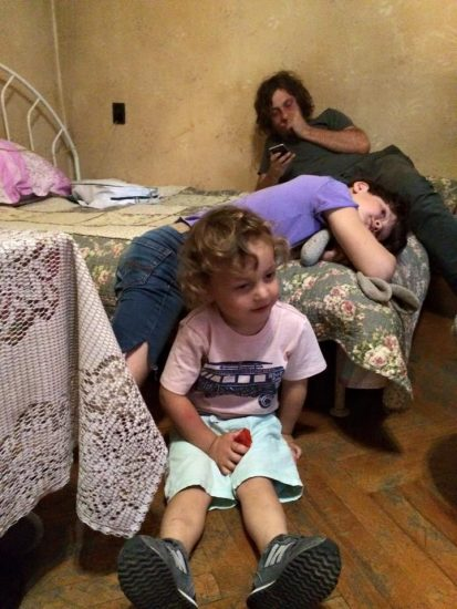 Ника Кочаров с детьми