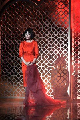 Злата Огневич в красном платье миди
