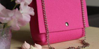Розовая сумка из войлока