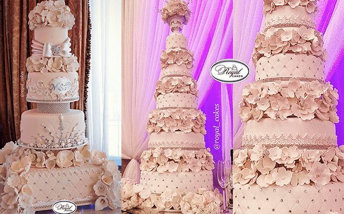 Многоярусные розовые свадебные торты с цветами