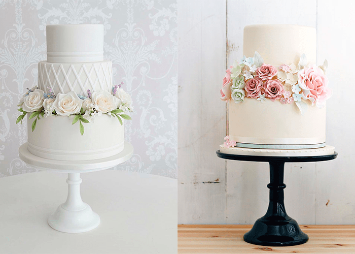 Ярусные белые свадебные торты с цветами на подставках с ножками