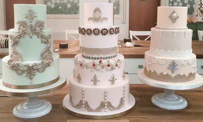 Ярусные свадебные торты с зототыми узорами