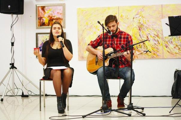 Суперфиналистка «Голос Країни - 6» Виталина Мусиенко поет под гитару