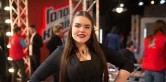 Суперфиналистка «Голос Країни - 6» Виталина Мусиенко в черной кофте