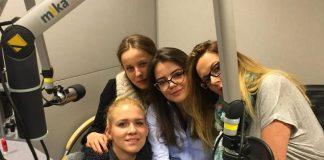 Полина, Света, Ульяна и Оля из сериала Наші пані у Варшаві в студии записи