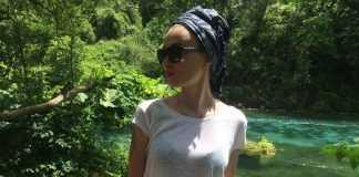 Анастасия Приходько в белой футболке у реки