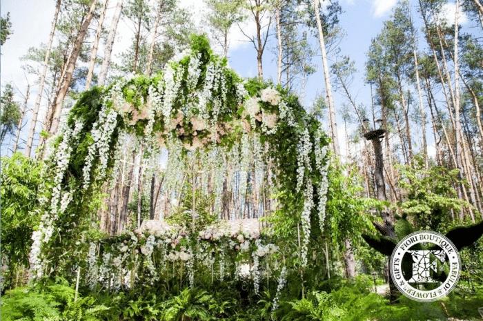 Арка для венчания в лесу
