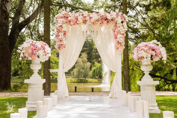 Арка для венчания в цветах