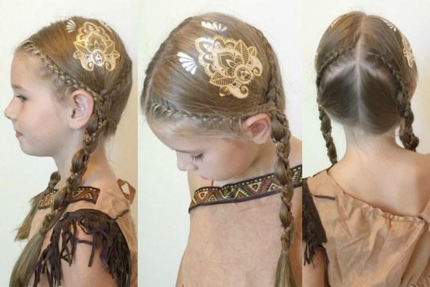 Девочка с двумя косичками и с flash татуировкой на волосах
