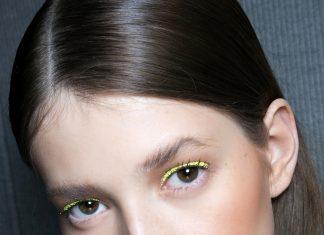 Девушка с желтой подводкой на глазах