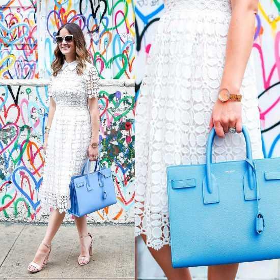 Девушка в белом платье с голубой сумкой