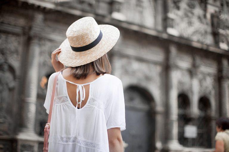Street style: шляпа канотье в образах модных блогеров