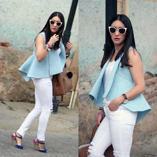 Девушка в белых брюках и голубой жилетке