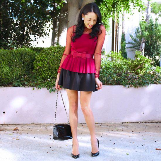 девушка в черной юбке и малиновой кофте с баской