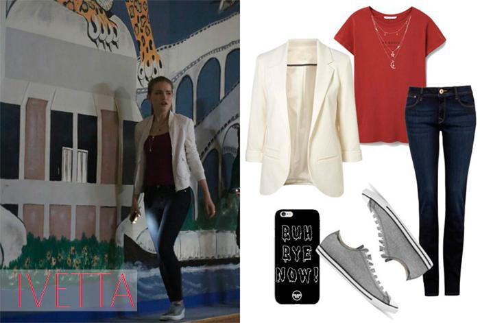 Красная футболка, белый жакет,джинсы и серые кеды