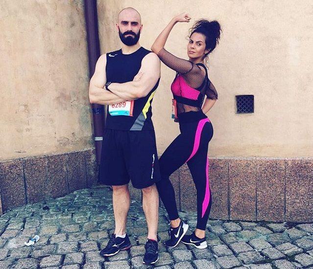 Настя Каменских в спортивной форме со своим тренером