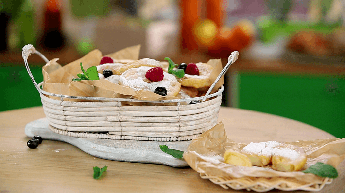 Идеальный завтрак: рецепт яблочных пончиков в пивном кляре
