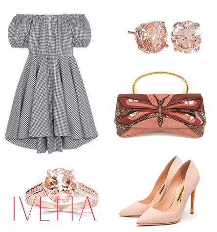 Серое платье в клетку, босоножки, бижутерия и сумка с бабочкой