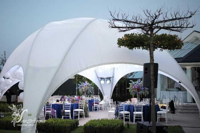 Белый шатер для свадебной вечеринки