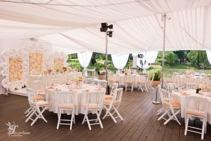 Свадебный банкет на открытом воздухе