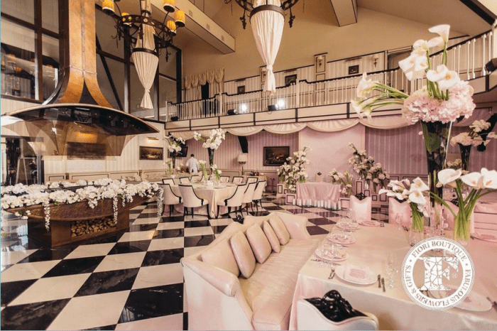 Свадебный зал в черно-белом цвете