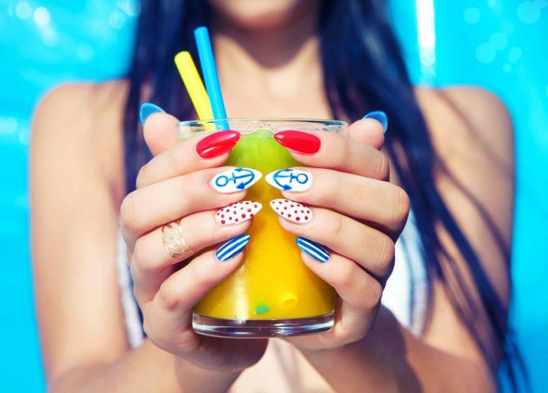 Beauty тренд: яркий летний маникюр