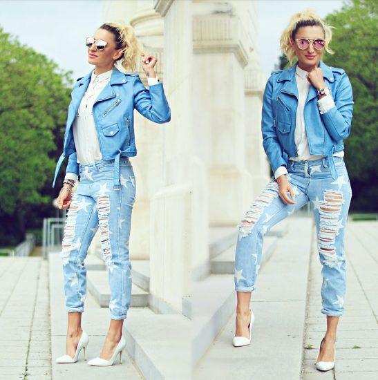 Девушка в джинсах-бойфрендах и голубой ветровке