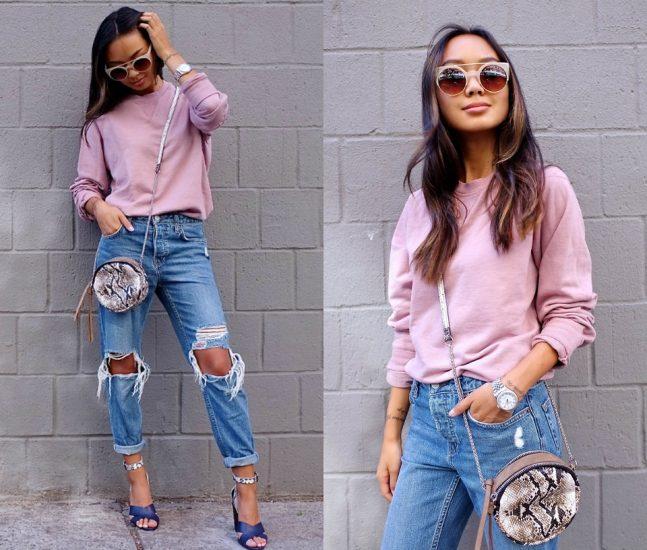 Девушка в джинсах-бойфрендах и в розовом свитере