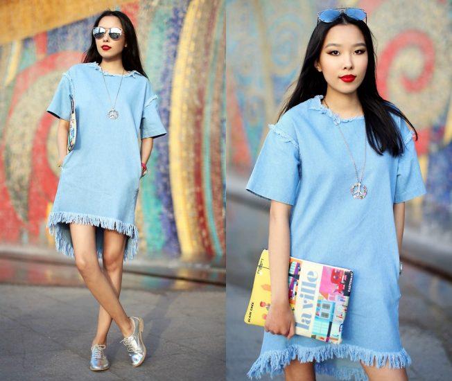 Девушка в джинсовом платье с клатчем-журналом