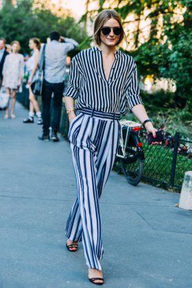 Девушка в полосатой блузке и брюках