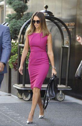 Джессика Альба в розовом платье