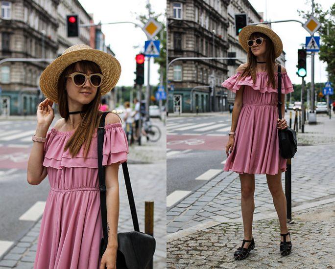 Девушка в розовом сарафане и в шляпке