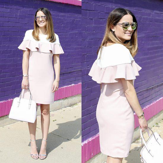 Девушка в розовом платье с белой сумкой