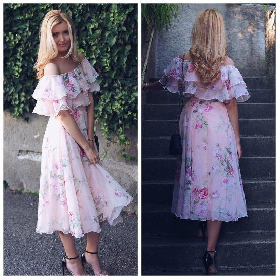 Девушка в розовом платье с цветочным принтом