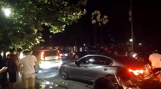 Машины в центральном парке