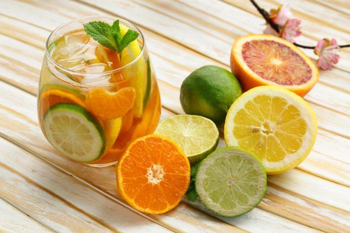 сок из лайма, апельсина и грейпфрута