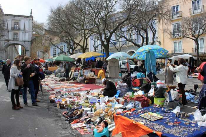 блошиный рынок Feira da Ladra, Лиссабон
