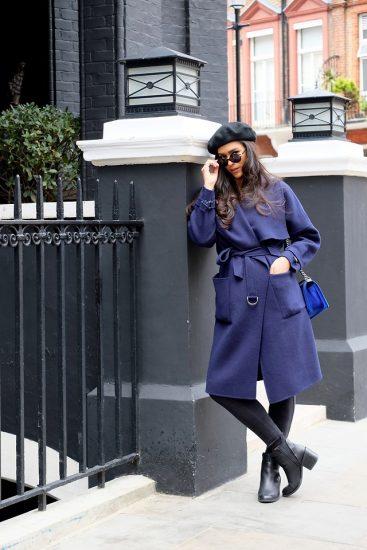 Девушка в очках,берете и пальто