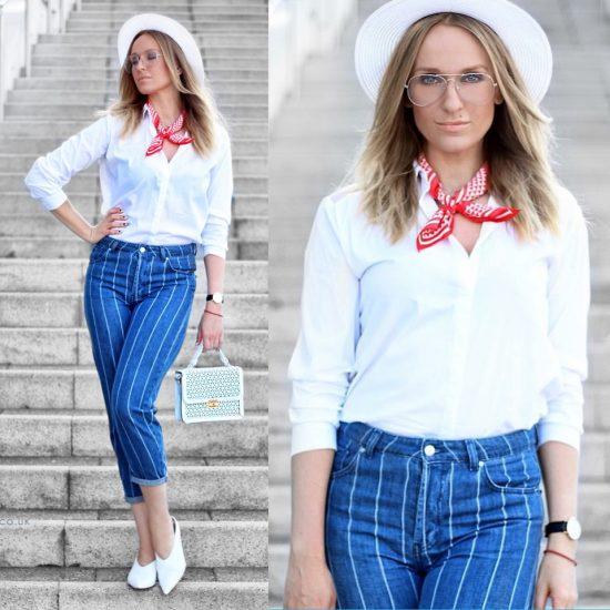 Девушка в укороченных джинсах и платке на шее