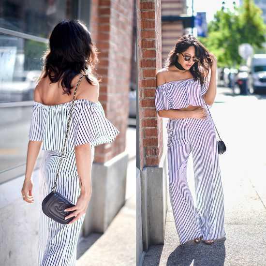 Девушка в полосатом топе и брюках