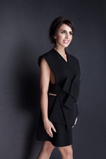 Джамала в черном коротком платье