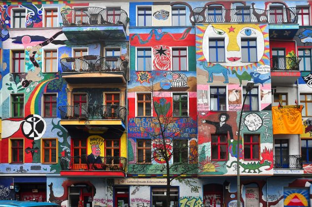 Граффити на доме в Берлине