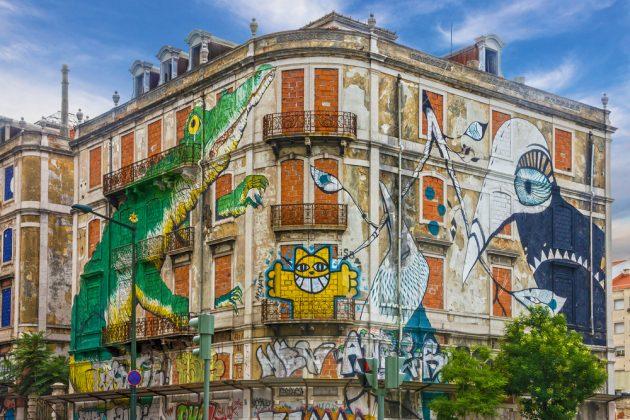 Граффити на домах Лиссабона