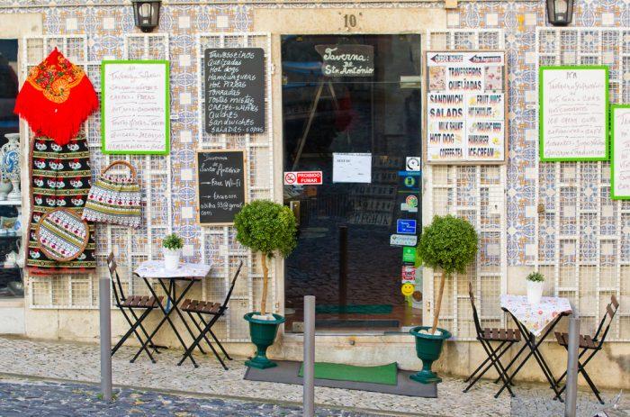 Маленькое кафе в Лиссабоне